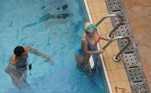 今天教女朋友游泳,流了一天鼻血