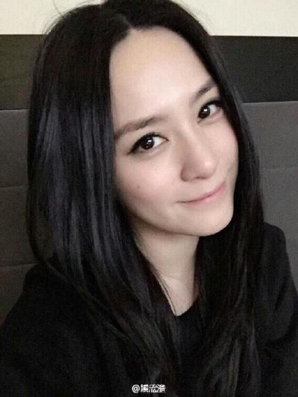 但是长在脸颊侧面,就有种可爱的萌感~ 鼻尖痣代表:韩佳人 韩国大美女