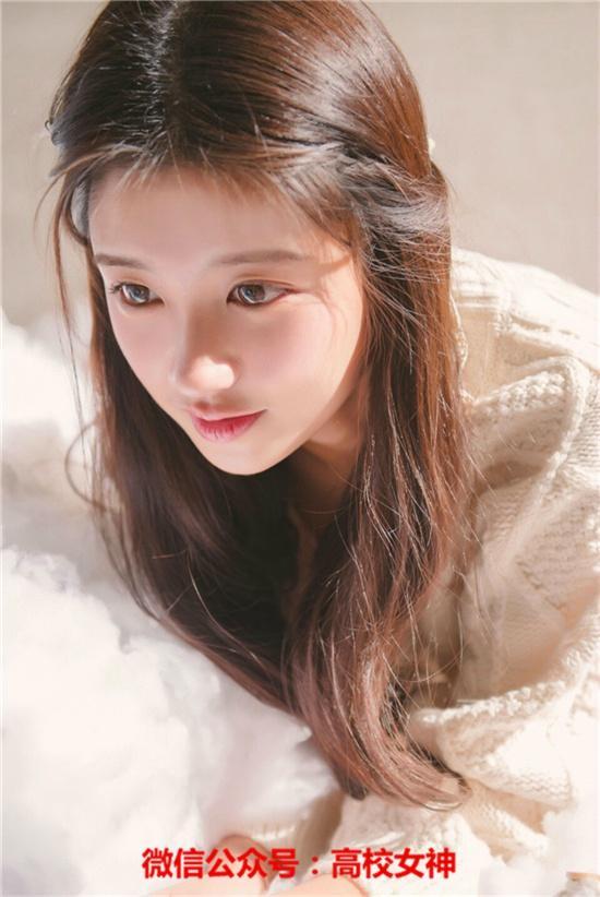 中国美院女神清纯甜美,露虎牙更可爱呀!