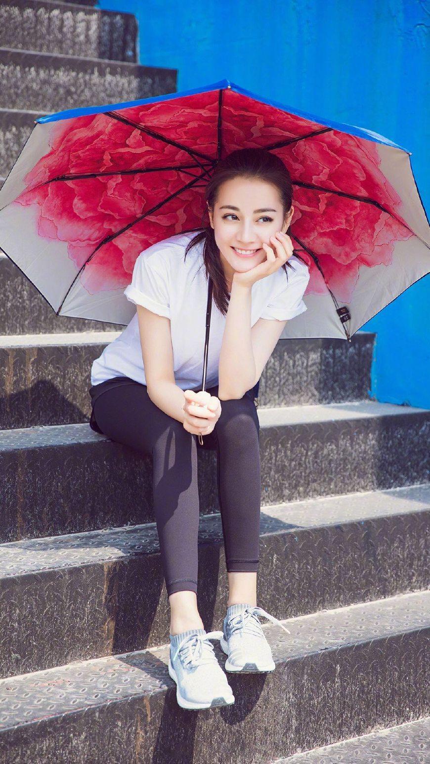 关晓彤被鹿晗吻全身
